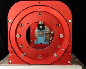 rotabench® EPS/CT - Blick durch den Prüflings-Ständer auf die Messwelle